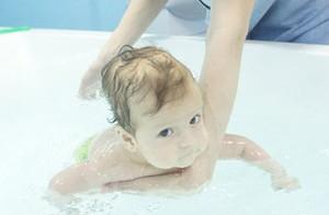 le-bain-de-bébé